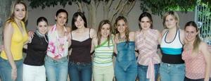 <i><u> 27 de julio</i></u><p>   Montserrat Casán Sandoval, en compañía de sus amigas en su despedida de soltera.