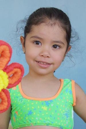 Melissa Mena Salazar recibió numerosas felicitaciones en su fiesta de cumpleaños.