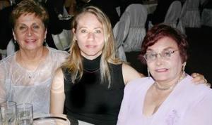 Olga Espino, Yolanda Espino de López y Denisse de López.