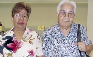 <u><i> 26 de julio</i></u><p>  Rita Ceniceros y Belén Morales viajaron con destino a Los Ángeles, California.