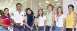<u><i> 27 de julio</i></u><p>  Juanita Esparza, Gloria Martínez, Griselda Nava, Socorro Aranda, Martha, Luz Elena Reyes y Rubén, viajaron a la ciudad de Tijuana.