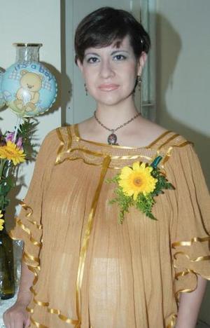 <u><i> 28 de julio </u></i><p>   Magdalena Castilla Villegas recibió numerosos obsequios, en la fiesta de regalos que se le ofreció al bebé que espera.