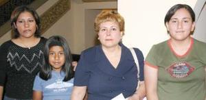Oralia Díaz de MAchado, Patricia Cruz Samag, Claudia Machado y Karen Díaz, en pasada actividad cultural.