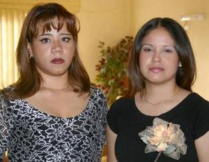 <u><i> 28 de julio </u></i><p>  Sindy Yadira Campa en compañía de Rosa rodríguez, organizadora de su despedida de soltera.