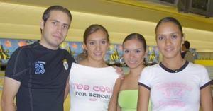 Manuel Soto, Elisa Delgado, Lorena Meza y Bárbara Meza.
