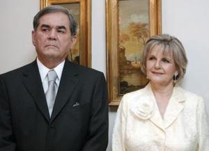 Oscar Lozano y Guadalupe Chapa de Lozano.