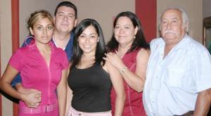 Julio Arias y Mayra de Arias celebraron el pasado sábado 24 de julio su quinto aniversario de matrimonio, con un agradable festejo en el cual estuvieron acompañados por sus familiares.