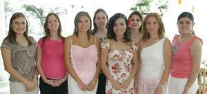 Sonia García Guzmán acompañada por algunas de las asistentes a su despedida de soltera, qu ele ofrecieron en días pasados por su cercano enlace matrimonial con Ricardo Fiscal Arcaute.