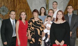 Diego Roberto Ibarra acompañado por su familiares, el día que festejó por primera vez su cumpleaños.