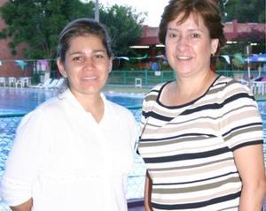 Alejandra Nava de Araluce y Rebeca Nava Anaya.
