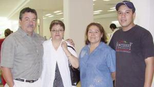 <u><i> 29 de julio</i></u><p>  Laura Borrego y Rosa María Álvarez viajaron a Tijuana, los despidideron Paulina y Everardo.