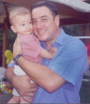 Fernando Fernández Karam con su papá Fernanado Fernández, en su fiesta de primer cumpleaños.