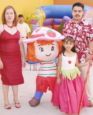 <i><u> 30 de julio </i></u><p>  Sayuri Esmeralda Cabello acompañada por sus papás, Óscar F. Cabello y María del Consuelo de Cabello, el día que festejó su quinto cumpleaños.