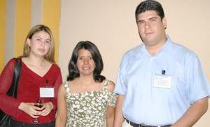 Mayda Luna, Carmen Alvarado y Ricardo Flores.