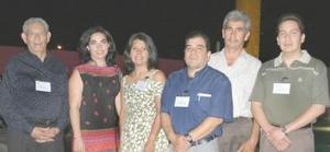 Roberto Aguirre Mayra González, María del Carmen, José Luis Cordero, Víctor Nieto y Micuel Ángel García, mesa directiva de la Asociación de Contadores de la Laguna A.C.