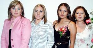 Anabel Pico Moreno en compañía de Rosalinda de Pico, Angélica Pico de Velarde y Elizabeth Pico, organizadoras de su despedida de soltera.