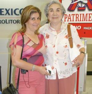 Tere Vázquez y Consuelo Laureanao Márquez.
