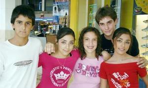 Ricardo Calvete, Lucía Saldaña, Cristy Cardenas, Lorena Saldaña y Luis Alonso Robles.
