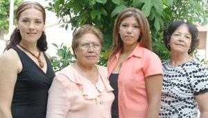 Belinda Rodríguez de Rodríguez festejó su cumpleaños, con un agradable reunión organizada por Raquel de Rodríguez, Enrique Sánchez y Raquel Rodríguez.