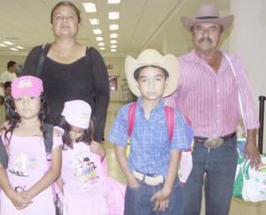 <u><i> 31 de julio</i></u><p>  Reynaldo Alvarado, Denis Alvarado y Cristal Alvarado viajaron a Tijuana, fueron despedidos por Venancio Velásquez.