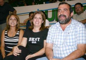 Nancy B. de Ayup, Araceli Ayup y Edgar Ayup