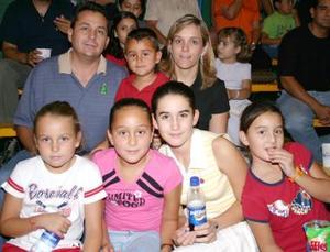 Víctor, Sandra, Sandrita, Jenny y Víctor Tumoine, Mariel y Vicky Álvarez