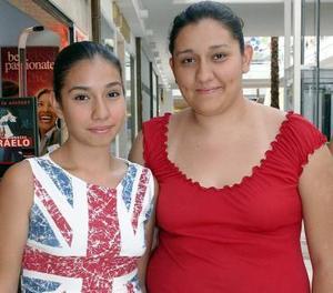 Génesis Orozco y Lilian Orozco.