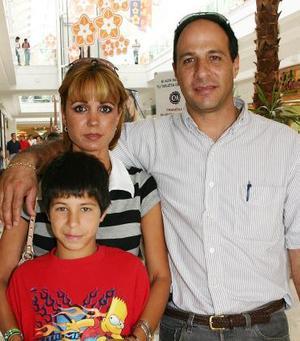 Gerardo Ramos, Malena de Ramos y Herson Ramos.