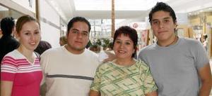 Ivonne Romero, Héctor Rivas, Gloria López Peña, Omar Rivas López.