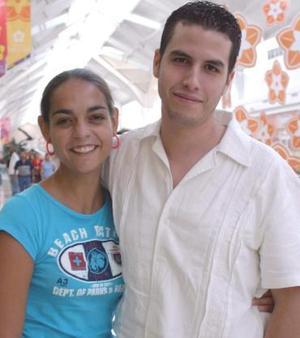 Mónica Máynez y Ricardo Lozano