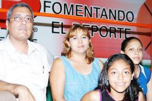 Jorge Villa, Carolina de Villa, Jéssica y Paulina Villa Salas.
