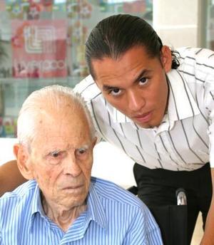 Dr. Francisco Mora Pérez y Nestor Hernández.