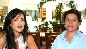 Mayela del Río e Ivonne de León.