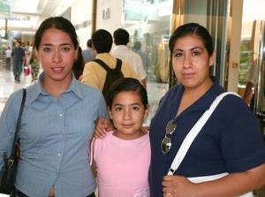 <u>Laguneros se dieron cita en Galerías Laguna para ser testigos de este concurso y de paso realizar sus compras</u><p>  Vanessa Iriana, Haideé Triana, Wendy Esquivel