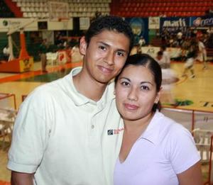 Becky Rentería y Jesús Nuñez.