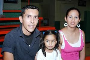 Erika Elias, Ángel López y Blanca López.