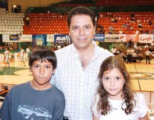 Marcelo, César y MAría Fernanada Villarreal.