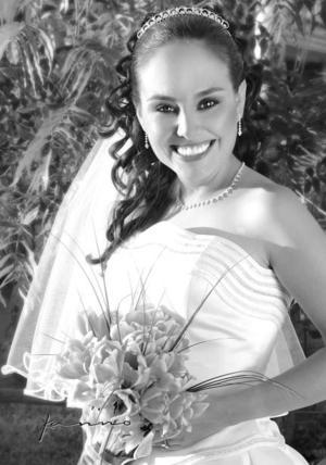 Srita. Claudia Oviedo Rodríguez el día de su enlace nupcial con el  Sr. Basil Tsiaousopoulos  <P>  <I>Estudio Kanno.</I>
