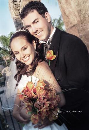 Sr. Basil Tsiaousopoulos y Srita. Claudia Oviedo Rodríguez contrajeron matrimonio religioso en la parroquia Los Ángeles el sábado 22 de mayo de 2004 <P>  <I>Estudio Kanno.</I>