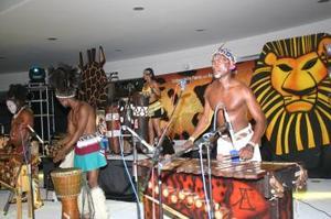 Las vibrantes coreografías dieron identidad a la expresión africana.