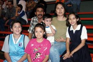 Luis Cardiel, Martha Alatorre, Carolina Torres, Janeth Ibarra, Hiram Ibarra y Diego Arturo Cardiel.