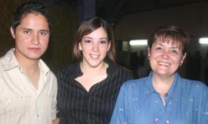 Carlos Carrillo, Paola Rubio y Ana Paula de Madero.