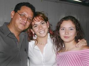 Rodolfo González, Marcela Guadalupe Sánchez y Paulina Alejandra Sánchez.