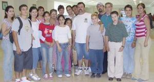 Arnulfo, Concepción, Andrés, Jessica y Nataly Padilla Guillén colaron a Los Ángeles. Los despidió la  familia Guillén Torres.