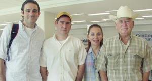 Con destino a España viajaron el señor Bernabé Iruzubieta y familia.
