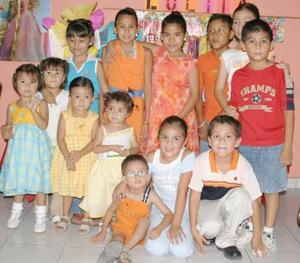 Lolita Alcalá Ibarra festejó su décimo cumpleaños acompañada de numerosos amiguitos, quienes se divirtieron durante el festejo.