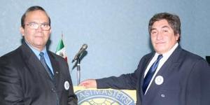 Enrique Ruiz Castro, presidente saliente y Juan Carlos Castro Guerrero, presidente entrante.