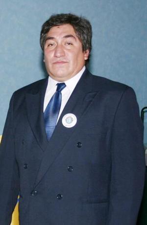 Juan Carlos Castro Guerrero, nuevo presidente del club Toastmaster Pioneros de La Laguna para el ciclo 2004 2005.