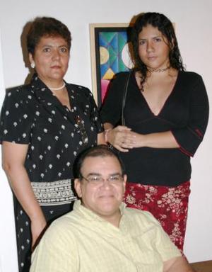 Natalia Cázarez, Rafael Rodríguez y Rosa Nydia Arellano.