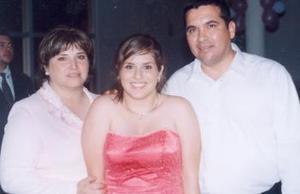Pilar Declaud de Calderón, Carla Calderón Duclaud y Carlos Calderón Limón, en pasado festejo social.